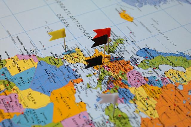 トイレに貼る世界地図、探しています。