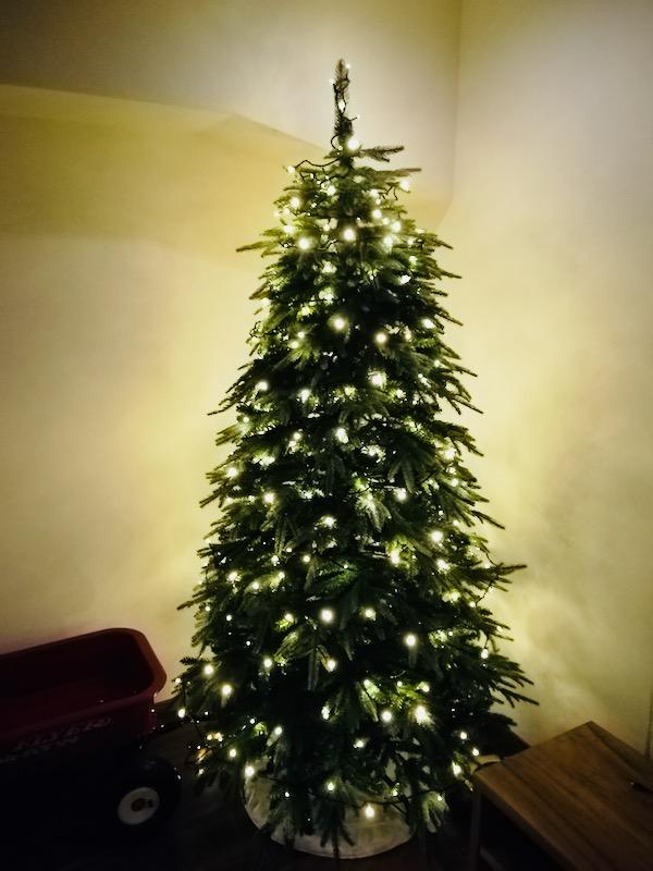 [クリスマスツリー]今年はイルミネーションをLEDの室内用に新調。イルミネーションをおしゃれに飾り付けるポイントは?_マルキの育児グッズブログ9