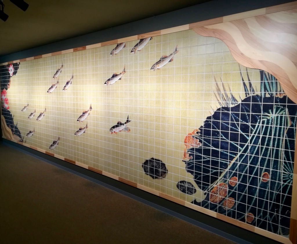 伊藤若冲の蓮池遊漁図をモチーフにしたタイル壁画
