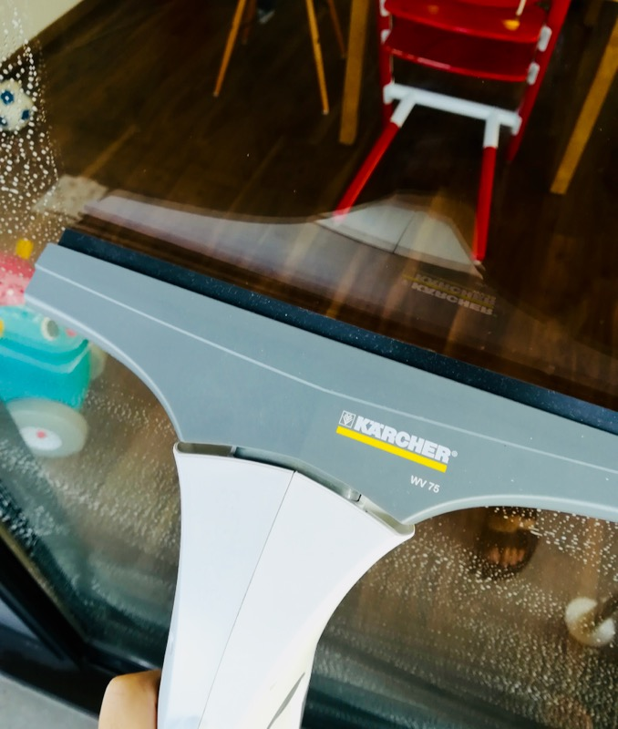 【窓用ケルヒャーレビュー】窓掃除は窓用クリーナーが時短で楽チン!鏡掃除や結露にも使えます