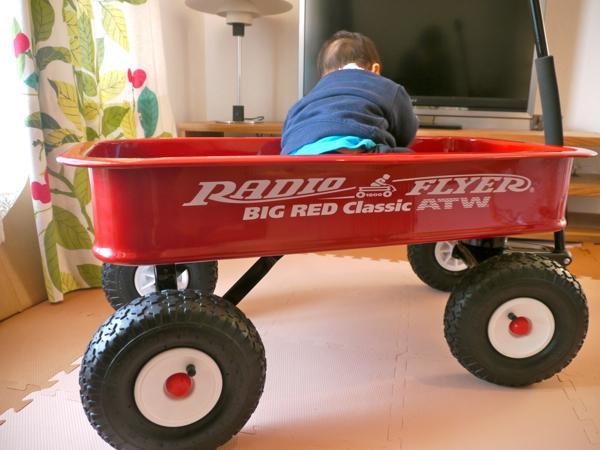レビュー_ラジオフライヤー RADIO FLYER_子供乗せはもちろん、キャンプ道具、大人も乗れちゃうタフなワゴン!_マルキの育児グッズブログ