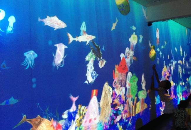 息子が描いた魚が泳いだ・・・!!「お絵描き水族館」がステキすぎる♡
