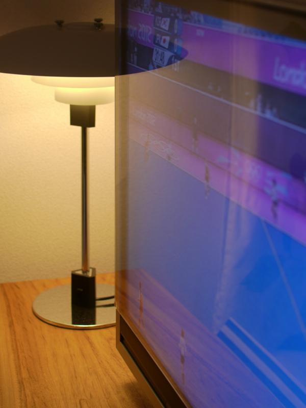 液晶テレビ保護パネルの写り込み具合