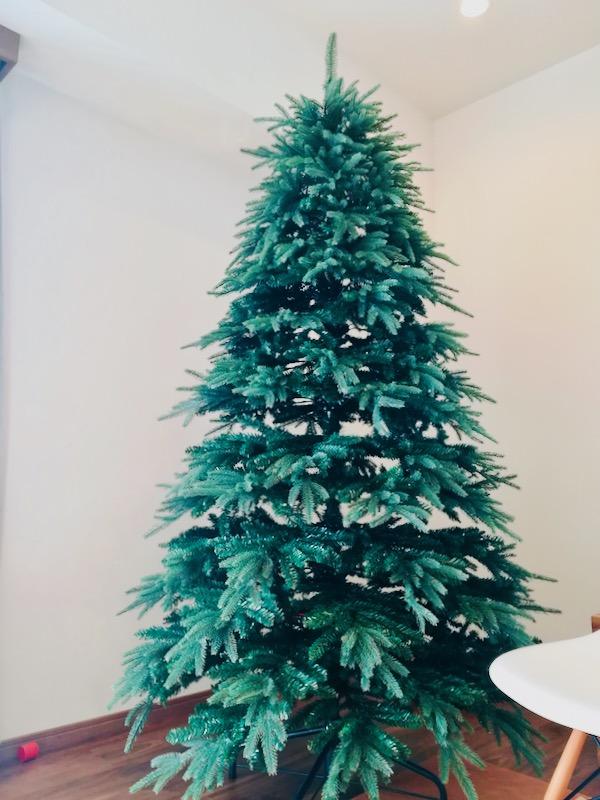 【レビュー 】リアルで大きいクリスマスツリー。今年はどんな飾り付けにしようか考え中。