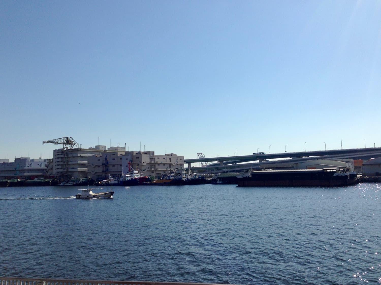 美術館の前は海というより運河です。